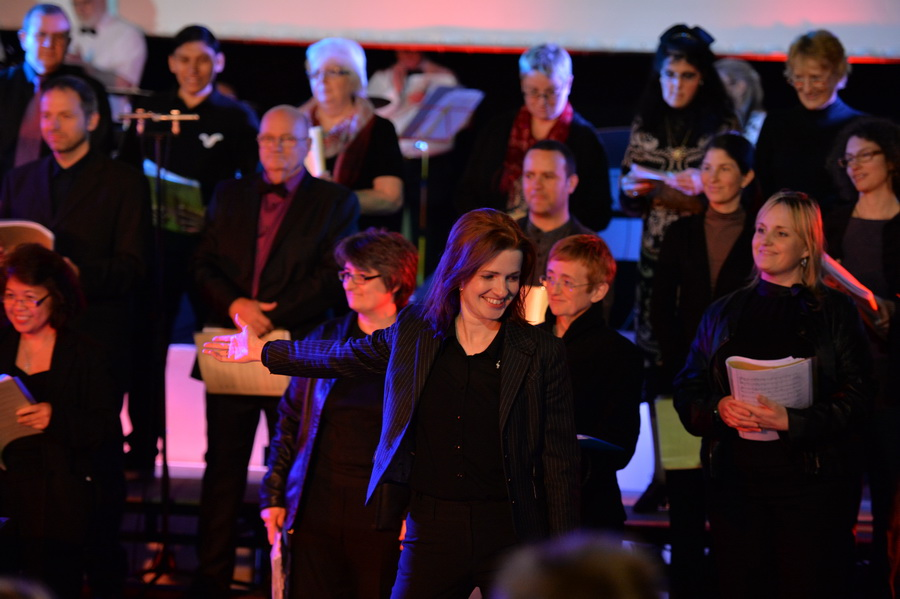 Rita Monori, Musical Director, thanks the Woolwich Singers (photo: Mike King)